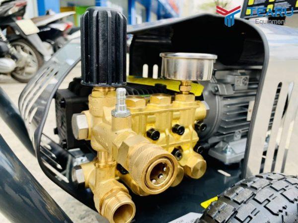 Máy rửa xe OKAZUNE có động cơ vận hành bền bỉ