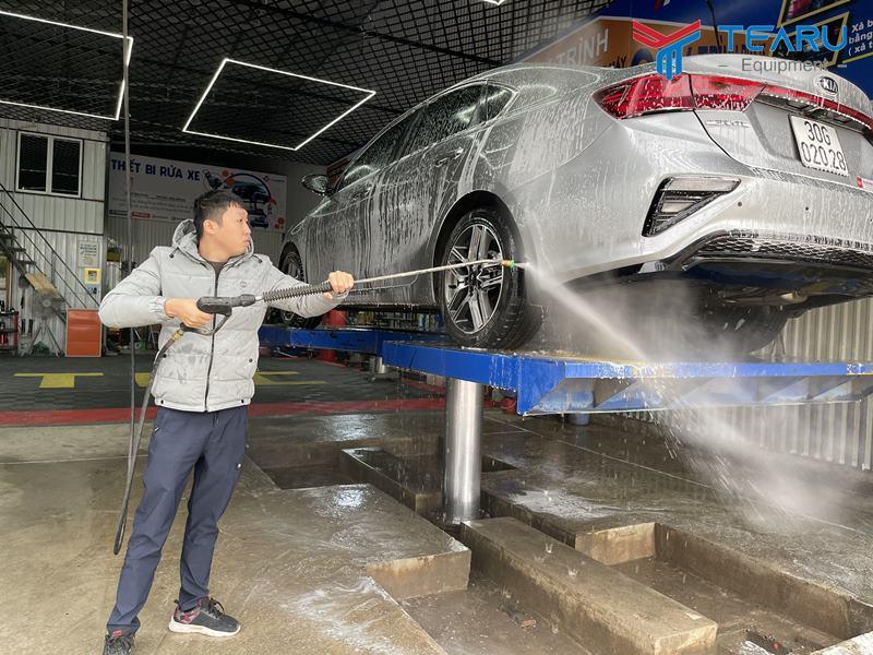 Đào tạo thợ rửa xe trước khi vận hành cầu nâng