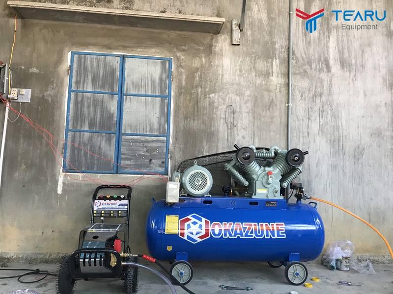 Máy xịt rửa xe được dùng nhiều trong tiệm rửa xe