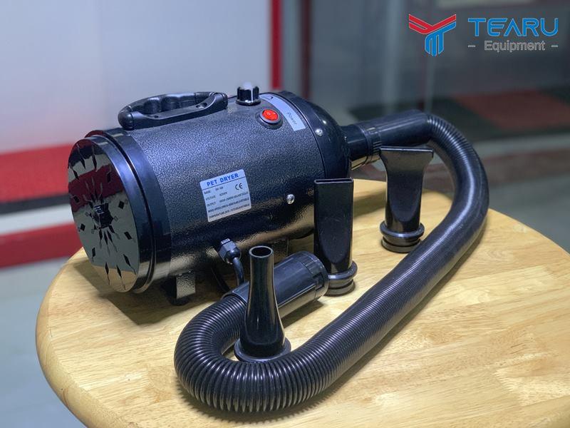 Máy dùng thổi khô vỏ xe khi rửa,thổi khô nội thất và khoang máy