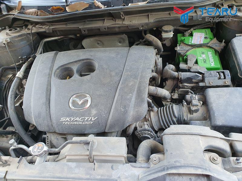 Không nên để xe quá bẩn mới rửa khoang máy
