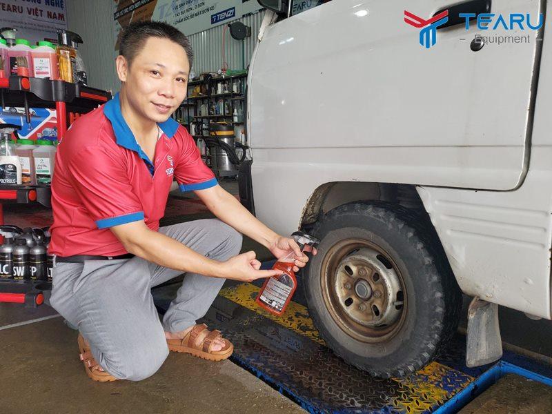 Cách làm đen lốp xe ô tô - xe máy hiệu quả tại nhà