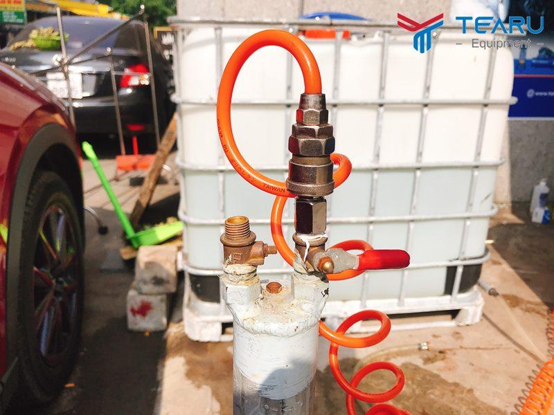 Cấp khí vào ống dầu