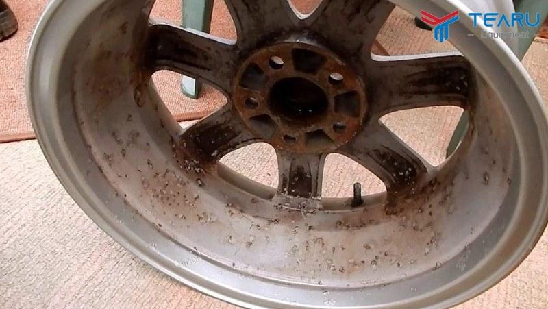Mâm bánh xe sau một thời gian sẽ bị ố vàng và rỉ sét