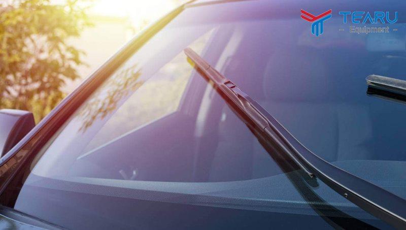 Nước rửa kính giúp bảo vệ kính lái tốt hơn