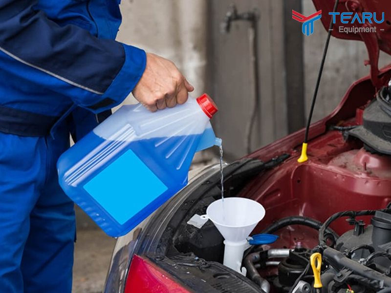 Hướng dẫn thay nước rửa kính xe ô tô