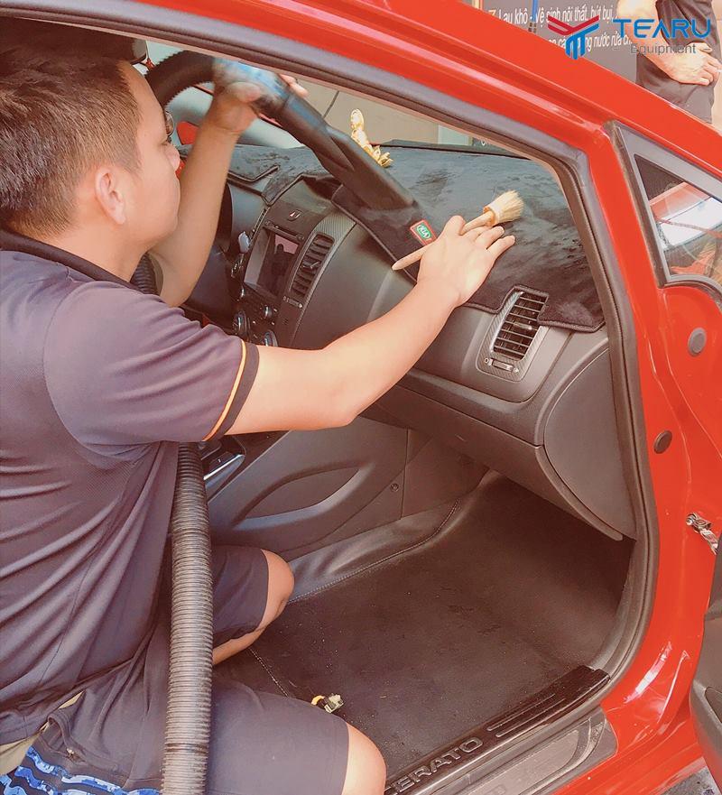 Vệ sinh nội thất xe hơi cần thực hiện thường xuyên