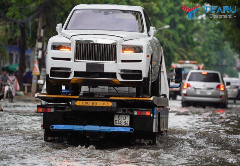 Cách khắc phục xe ô tô bị ngập nước hiệu quả