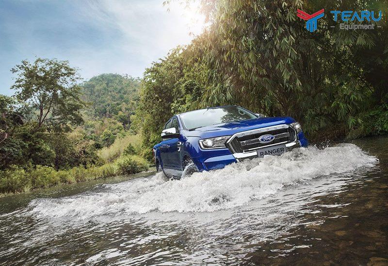 Chạy xe qua đường ngập nước khá nguy hiểm