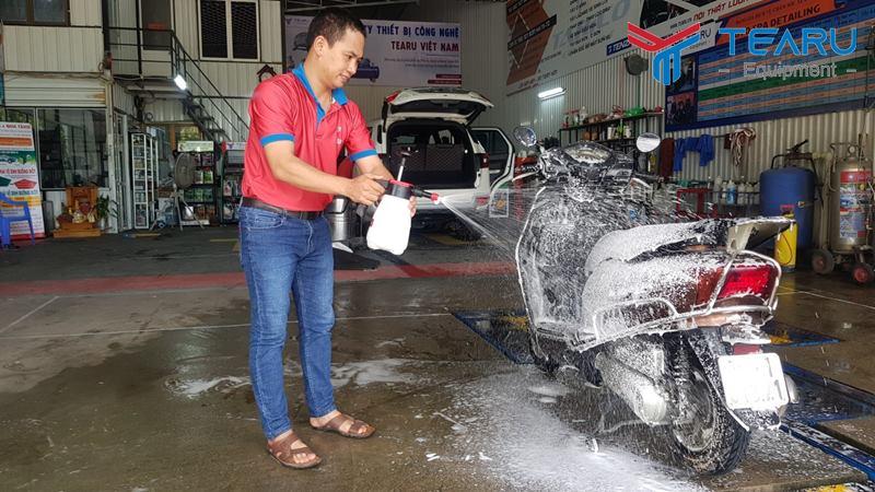 Cách rửa xe máy tại nhà sáng bóng