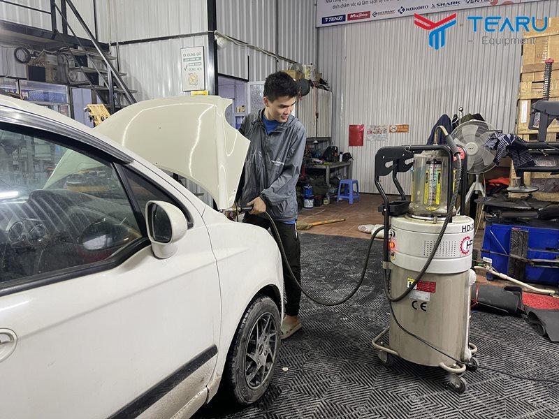 Nguyên lý hoạt động của máy hút nhớt thải xe ô tô