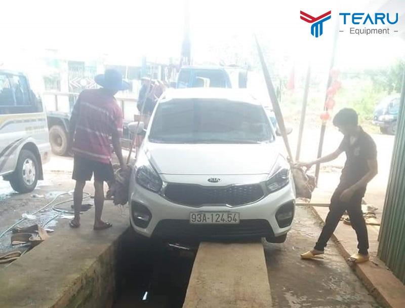 Xây cầu bê tông rửa xe khá rủi ro