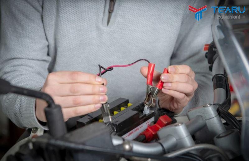 Kiểm tra tình trạng ắc quy và hệ thống điện