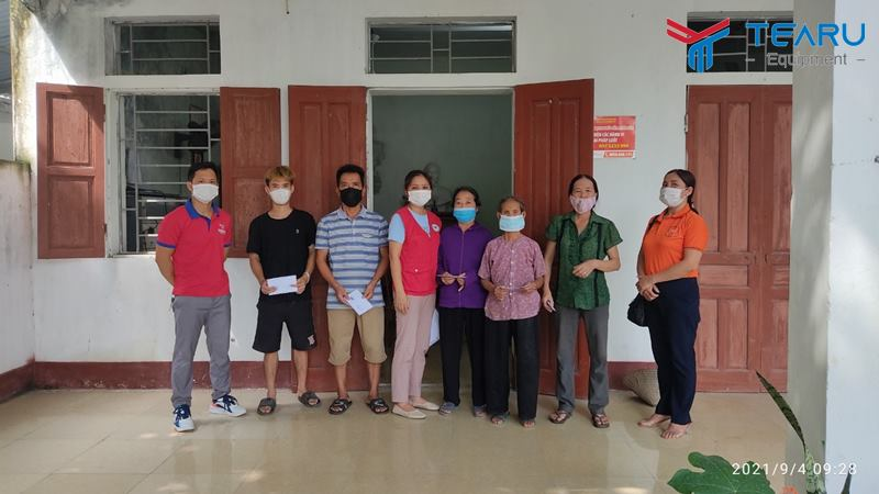Trao quà cho 30 hộ nghèo ở xã Phương Tú, Ứng Hòa, Hà Nội