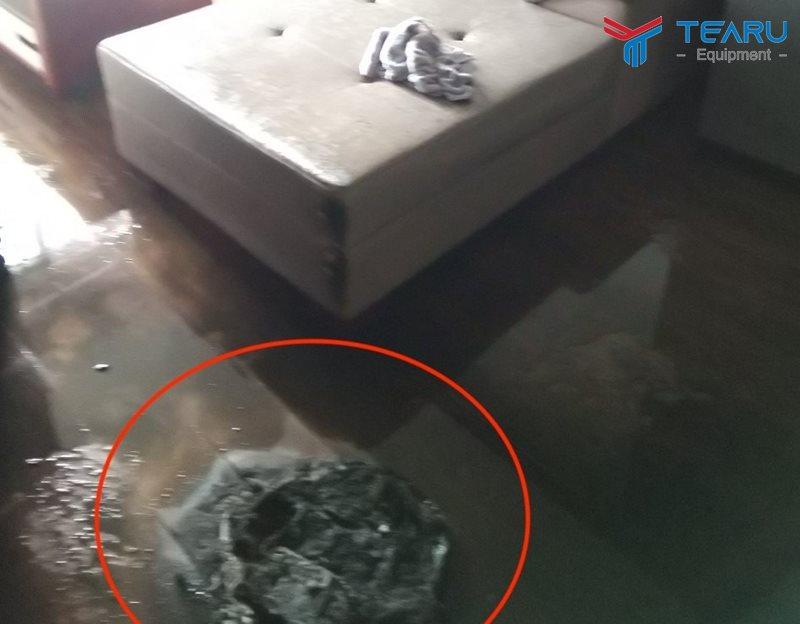 Một chiếc robot hút bụi bị cháy tan tành